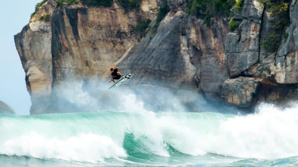 surftrip a la isla de sumbawa indonesi