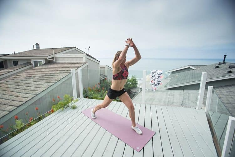 Entrenamiento de surf con la pro surfer Courtney Conlogue