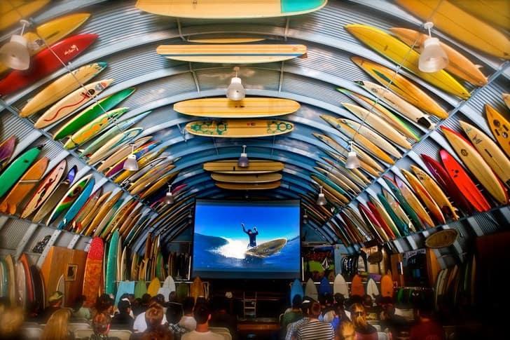 10 ideas de regalos para amigos surfers