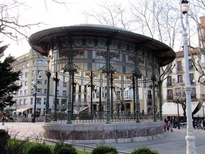 Boulevard y quiosco modernista de San Sebastián