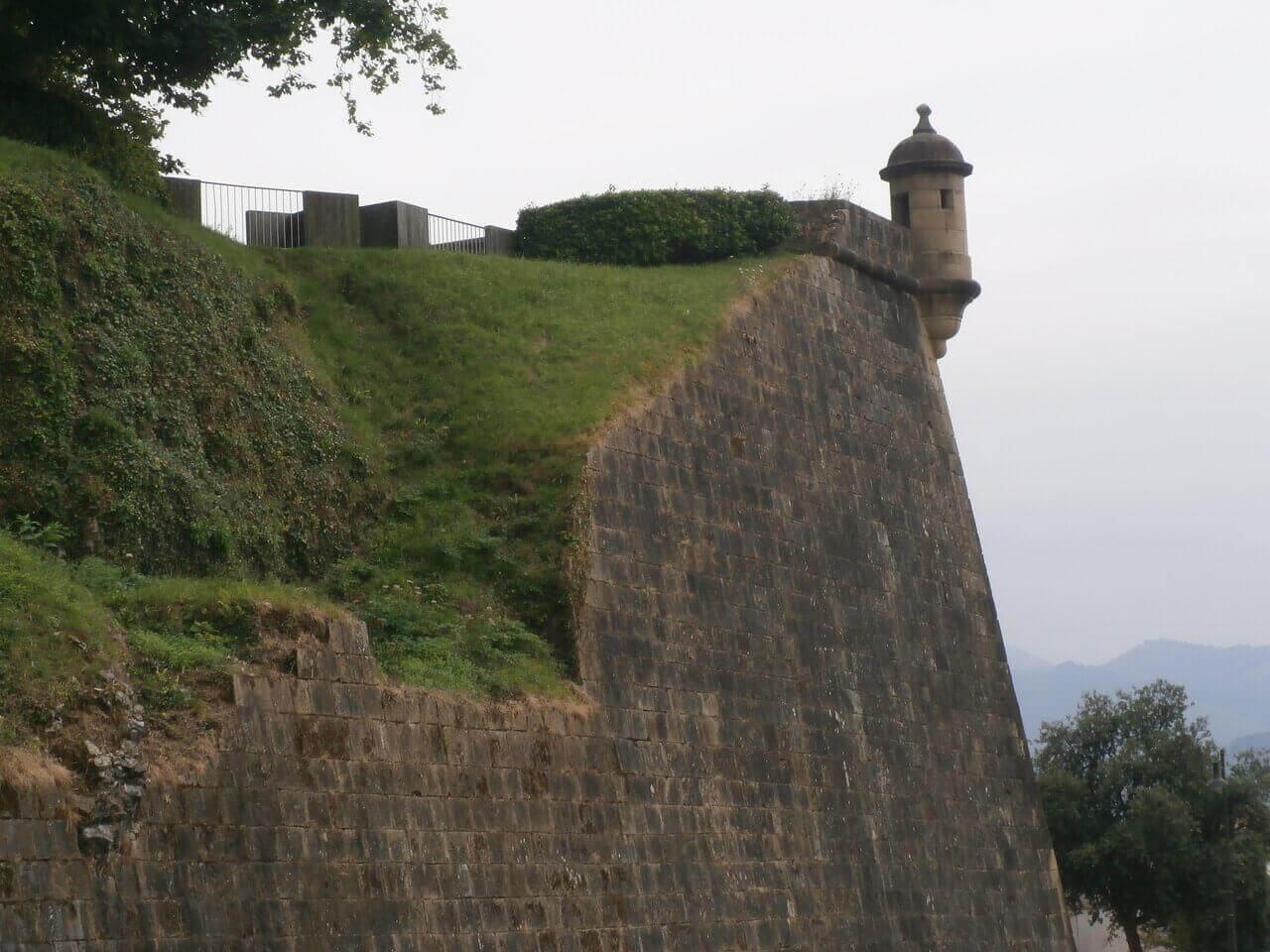 Detalle de las murallas de Hondarribia Gipuzkoa