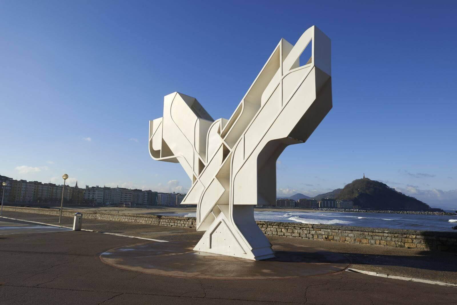 Paloma de la Pazde Néstor Basterretxea San Sebastián