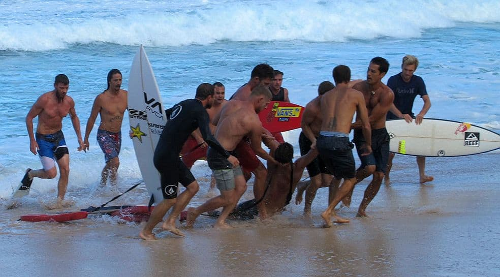 5 surfistas que estuvieron al borde de la muerte