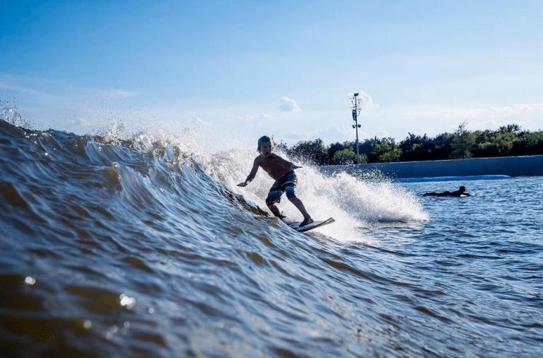 El hijo de Andy Irons en la Wavegarden de Texas