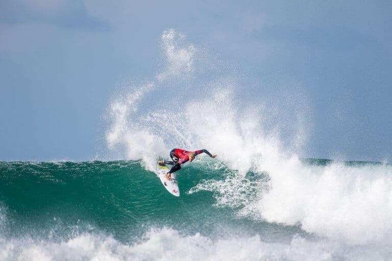 Owen Wright se une al Team DHD Surfboards