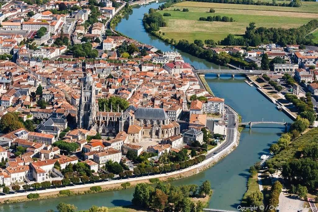 Saintes francia desde el cielo vista aerea