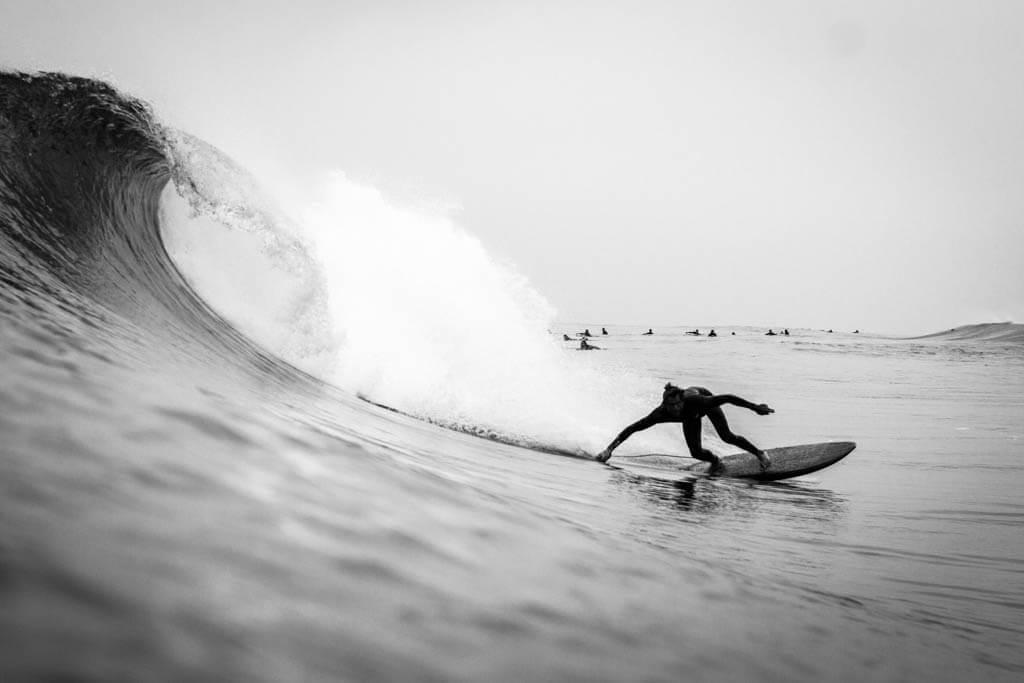 bottom turn surf