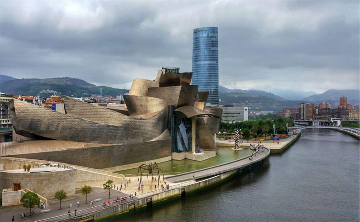 Ria Nervion a su paso por el Museo Gugenheim Bilbao
