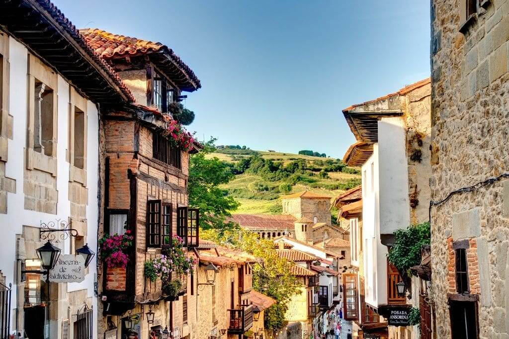 Calle santillana del mar cantabria (1)