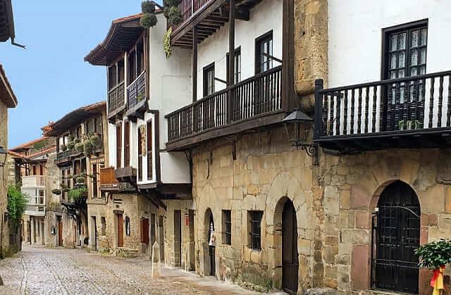 calle principal santillana del mar cantabria (2)