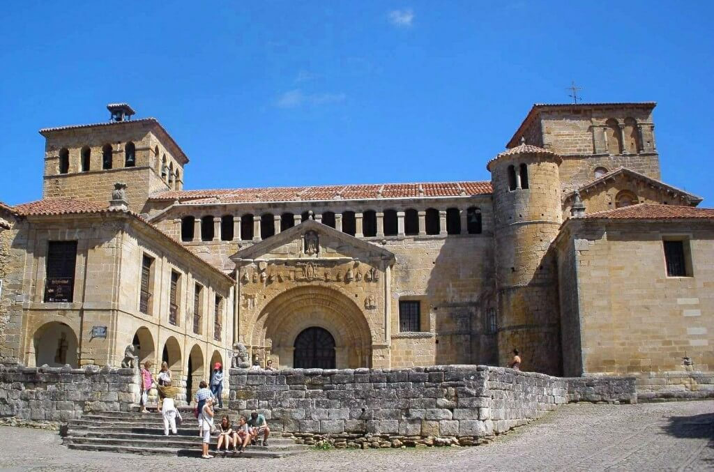 colegiata exterior santillana del mar cantabria (3)